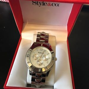 NIB style&Co ladies watch in silver w/crystals